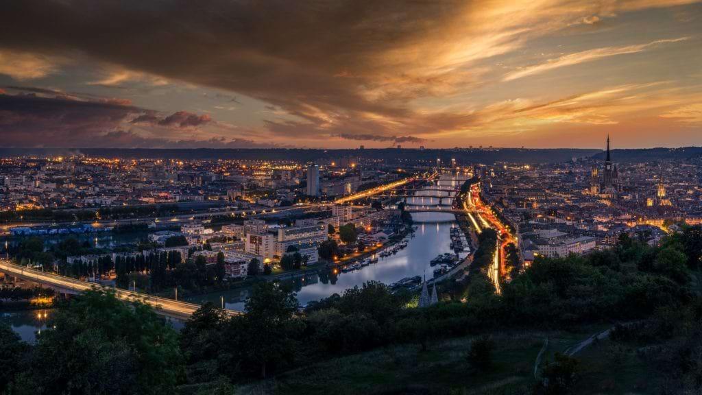 En savoir plus sur L'essor des villes moyennes françaises